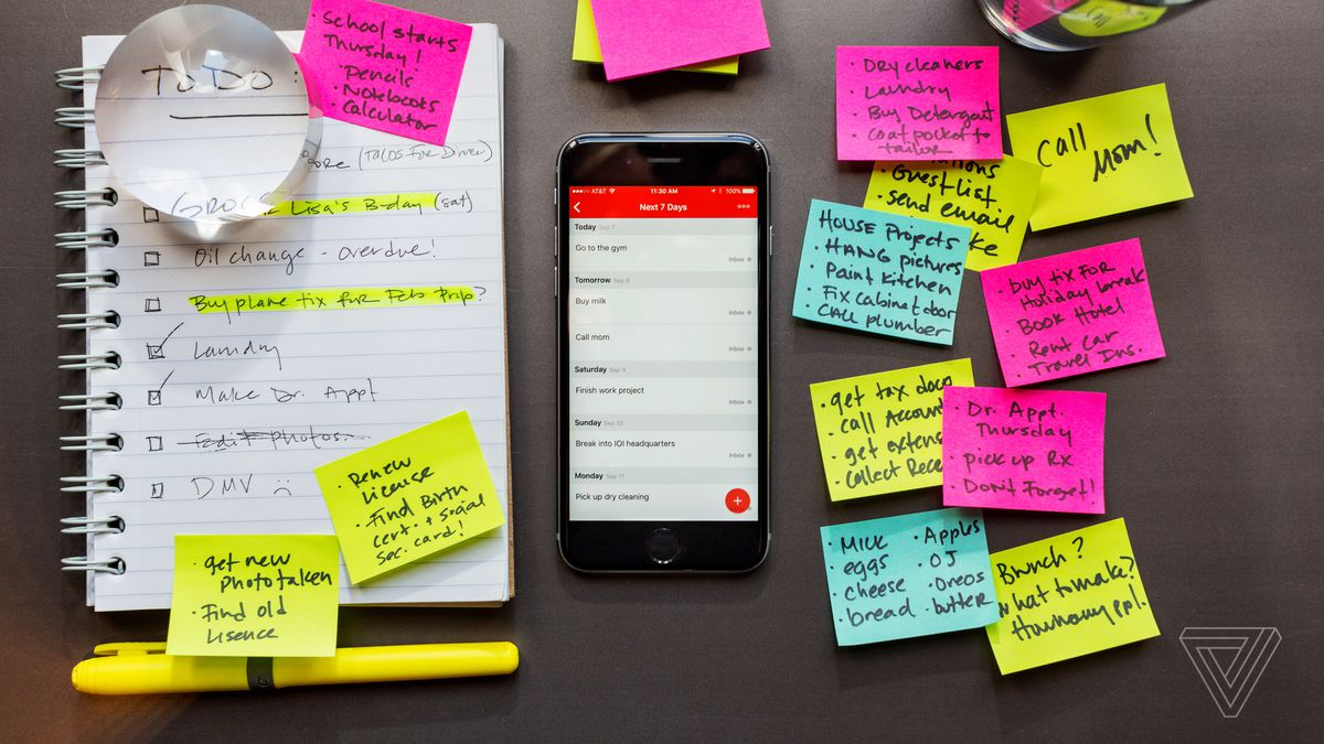 To-do list from pens and papers to mobile apps.